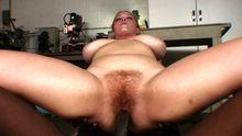 Jeune femme grosse poilue baisée par une queue XXL