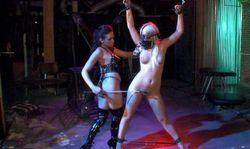 Prisonnière de sa maitresse dominatrice
